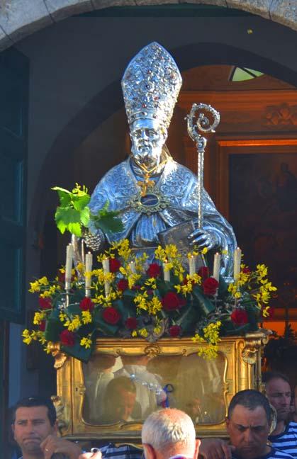 San Costanzo in processione