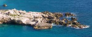 Da queste rocce le sirene Partenope, Ligia e Leucosia col loro canto ammaliavano gli sventurati naviganti