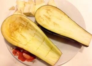 """Le migliori melanzane per questo piatto sono le """"cime di viole"""" o """"tipo Napoli"""" che essendo più lunghe hanno meno semi, responsabili della sensazione di prurito sotto il palato"""