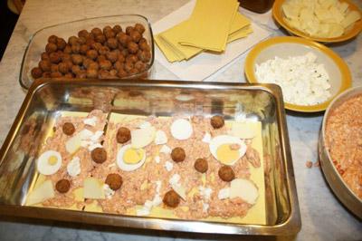I tanti ingredienti rendono la lasagna napoletana di Carnevale il simbolo dell'abbondanza, prima del periodo di sacrificio della Quaresima