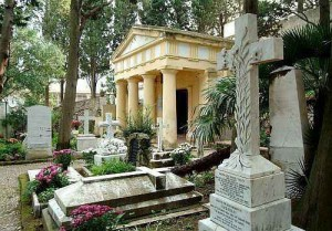 Un insieme bizzarro di tombe diverse