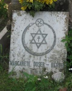 Nel cimitero sono sepolte persone di diverse religioni