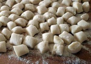 Un impasto sempicissimo di farina, sale e acqua bollente... ecco gli gnocchi alla sorrentina