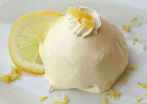 Uno dei dolci che valorizza al massimo le proprietà del limone è la delizia.