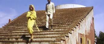 Casa Malaparte fu frequentata da intellettuali e artisti di ogni parte del mondo e fu set cinematografico per il regista Godard, nel film Il Disprezzo